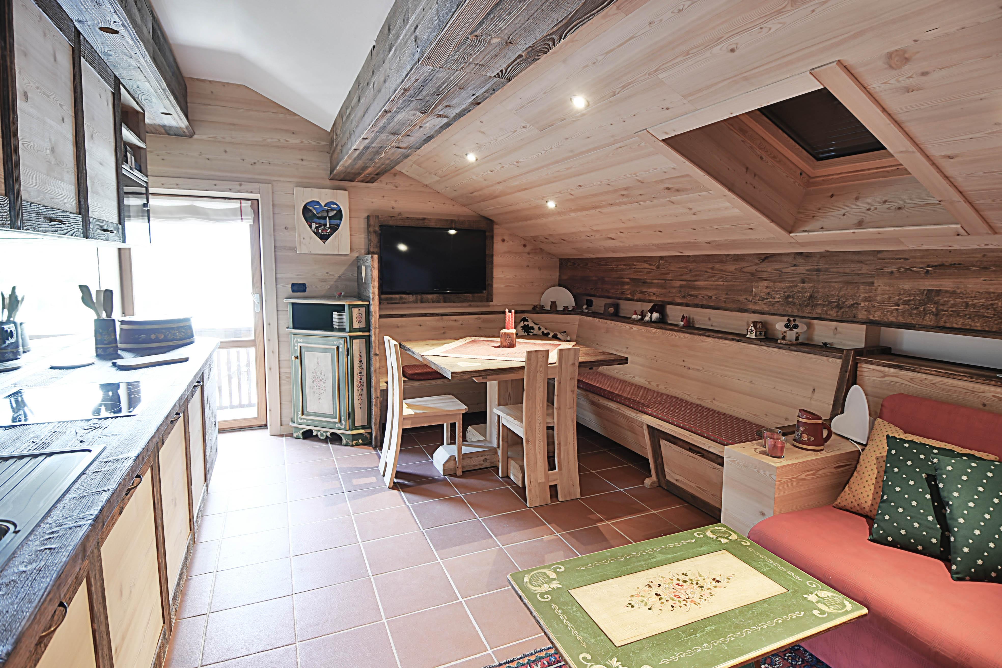 Realizzazioni arredamenti interni dal design alpino for Sito arredamento design